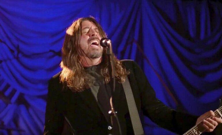 Διαμαρτυρία αντιεμβολιαστών στην πρώτη συναυλία των Foo Fighters μετά το lockdown