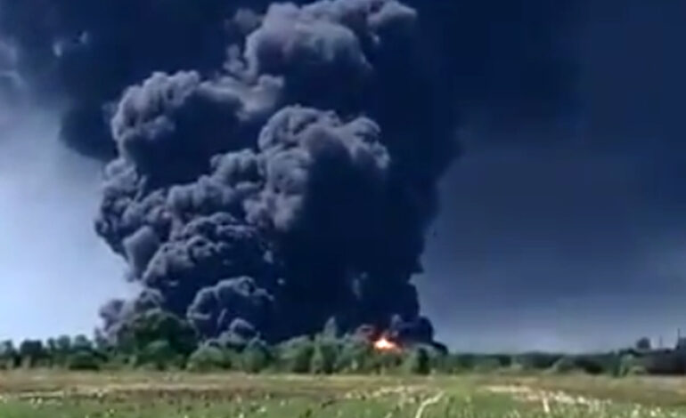 Εικόνες από τεράστια φωτιά σε εργοστάσιο χημικών στο Ιλινόις – Εκκενώθηκε η γύρω περιοχή