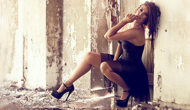 Η Μαρία Κορινθίου ποζάρει με μπικίνι και βάζει φωτιά στο Instagram: «Αυτή είναι γυναίκα»