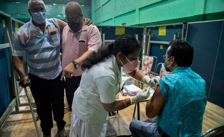 Ινδία: Λιγότερες γυναίκες έχουν εμβολιαστεί για τον κορονοϊό σε σχέση με άνδρες