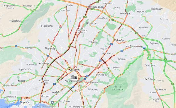 Κίνηση: Μποτιλιάρισμα στο κέντρο της Αθήνας έφερε η σφοδρή βροχόπτωση
