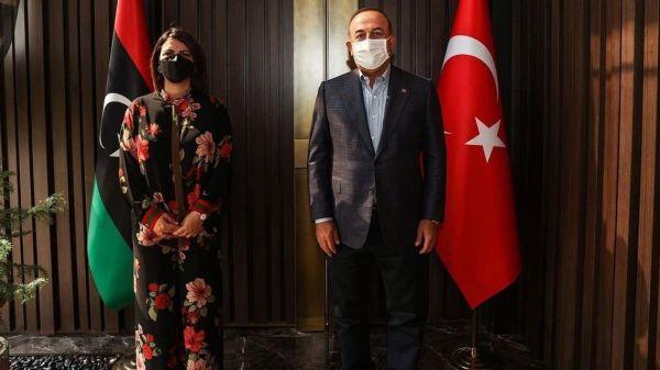 Λιβύη: Νέα επίθεση στην υπουργό Εξωτερικών για το… ντύσιμό της ενώπιον του Τσαβούσογλου