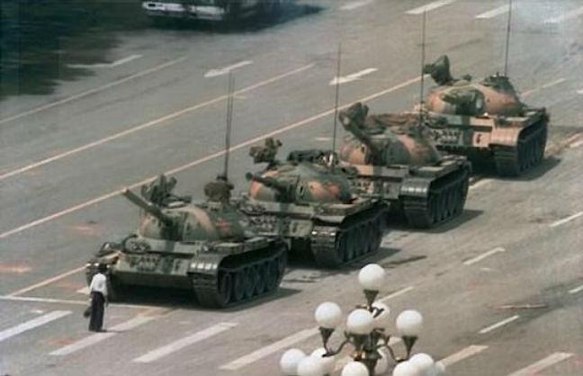 Ο θρυλικός Tank Man της Τιενανμέν εξαφανίστηκε από τα αποτελέσματα της Bing