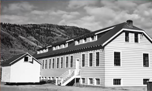 Σοκάρει τον Καναδά ο μαζικός τάφος 215 παιδιών σε σχολείο ιθαγενών