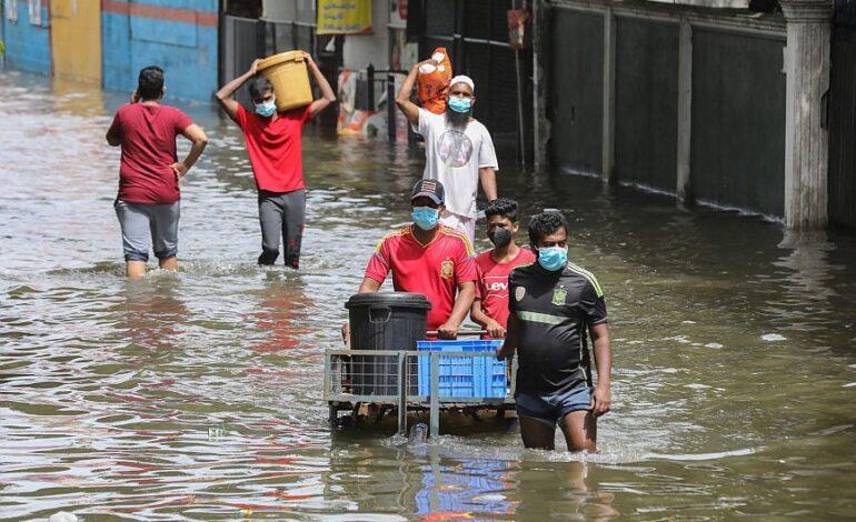 Σρι Λάνκα: Τουλάχιστον 16 νεκροί και 270.000 εκτοπισμένοι από τις πλημμύρες και τις κατολισθήσεις