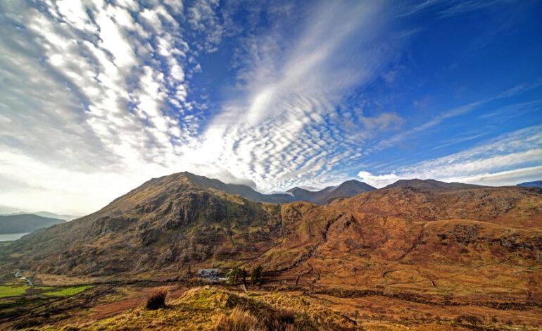 Τέσσερις φίλες ανέβηκαν με τα εσώρουχα σε βουνό της Ουαλίας για καλό σκοπό