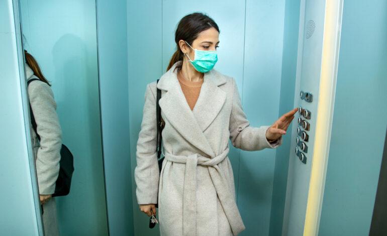Τι λέει ένας εμπειρογνώμονας για τη μάσκα σε εσωτερικούς χώρους