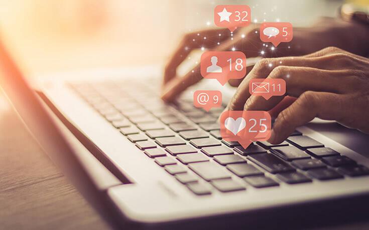 Eurostat: Το 2020 το 57% των ατόμων ηλικίας 16-74 ετών στην ΕΕ συμμετείχαν σε κοινωνικά δίκτυα