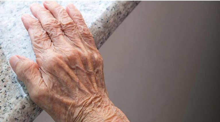 Ληστές βασάνισαν ηλικιωμένο 100 ετών στο Ίλιον