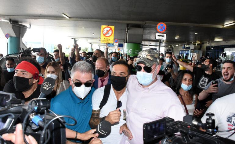 Survivor – Τριαντάφυλλος: Έφτασε στην Ελλάδα ο «Ντάφι» και έγινε χαμός στο αεροδρόμιο