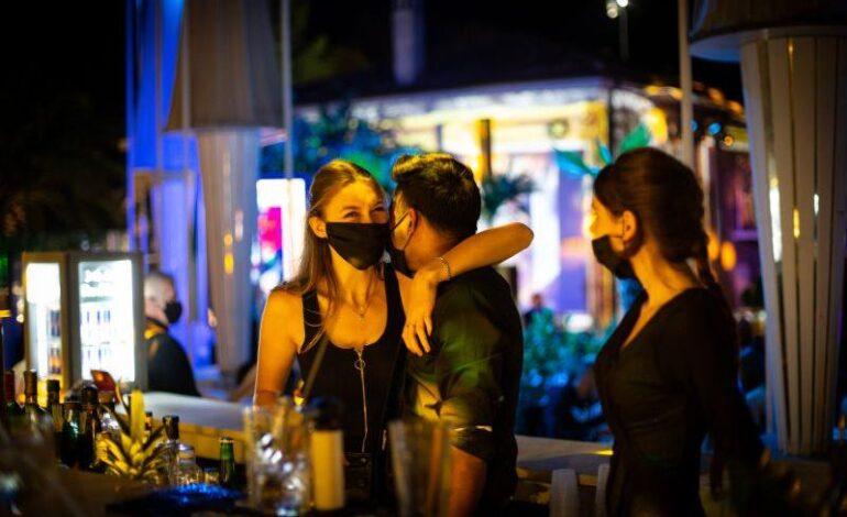 Lockdown: Απαγόρευση κυκλοφορίας, άνοιγμα μπαρ και μουσική στο τραπέζι της Επιτροπής