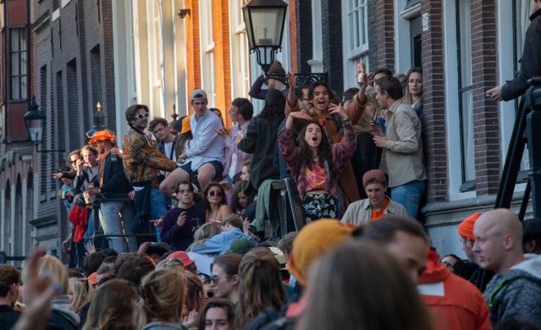 «Έκρηξη» κρουσμάτων κορονοϊού στην Ολλανδία: Εξαπλασιάστηκαν οι νέες μολύνσεις μέσα σε μια εβδομάδα