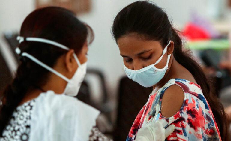 Απίστευτη απάτη στην Ινδία: Γιατροί έκαναν εμβόλιο κορονοϊού με θαλασσινό νερό