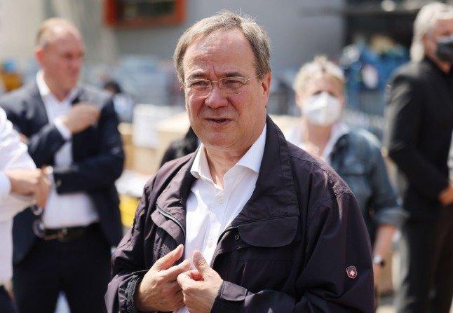 Γερμανία: Απολογήθηκε ο πρωθυπουργός της Βόρειας Ρηνανίας-Βεστφαλίας για τα γέλια