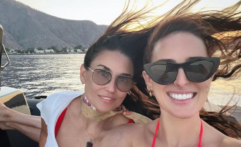 Διακοπές στη Σαντορίνη για την Ντέμι Μουρ και την κόρη της, Ρούμερ – «Happy 4th from Santorini!»