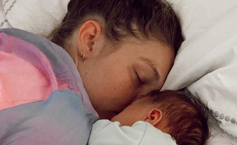 Η Τζίτζι Χαντίντ έγραψε ανοιχτή επιστολή για τις φωτογραφίες της κόρης της: «Θολώστε το πρόσωπο του παιδιού»