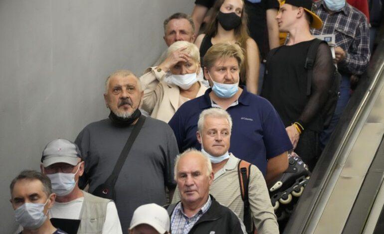 Η μάσκα θα παραμείνει υποχρεωτική στα μέσα μαζικής μεταφοράς στο Λονδίνο