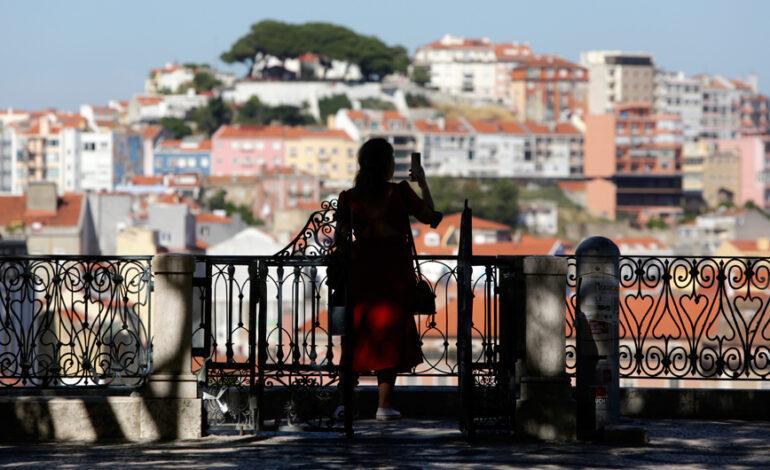 Με το αρνητικό τεστ ή το πιστοποιητικό εμβολιασμού στα χέρια οι Πορτογάλοι