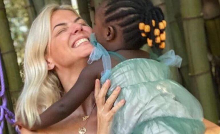 Πολύτιμο χρόνο της με την κόρη της, Ada, περνά η Χριστίνα Κοντοβά