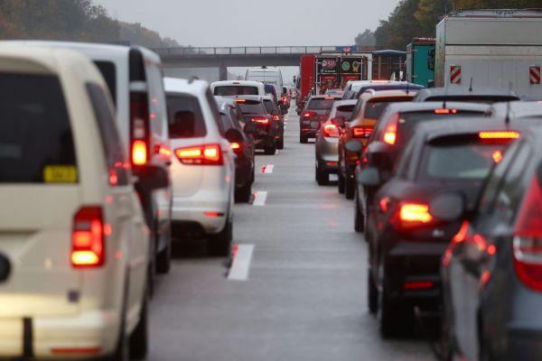 Χαστούκι Κομισιόν σε γερμανικές αυτοκινητοβιομηχανίες για τις εκπομπές αζώτου