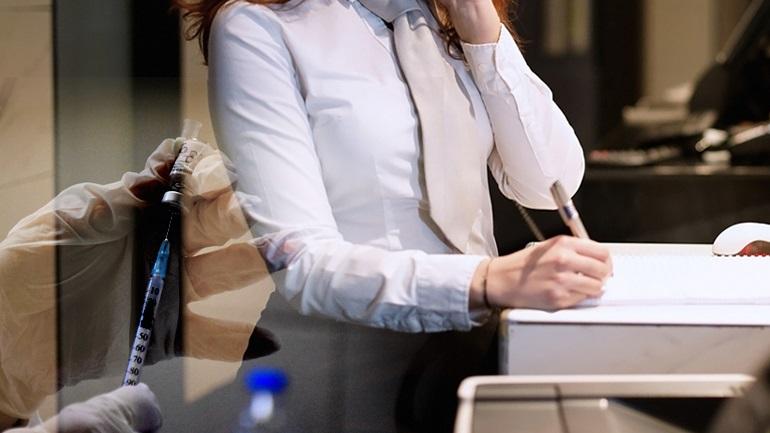 Ξενοδοχείο στη Ρόδο απειλεί εργαζόμενους με απόλυση