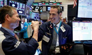 Τριπλό ρεκόρ στη Wall Street - Έσπασε το ορόσημo των 35.000 μονάδων ο Dow