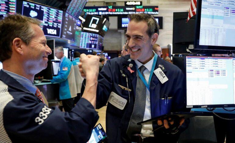 Τριπλό ρεκόρ στη Wall Street – Έσπασε το ορόσημo των 35.000 μονάδων ο Dow