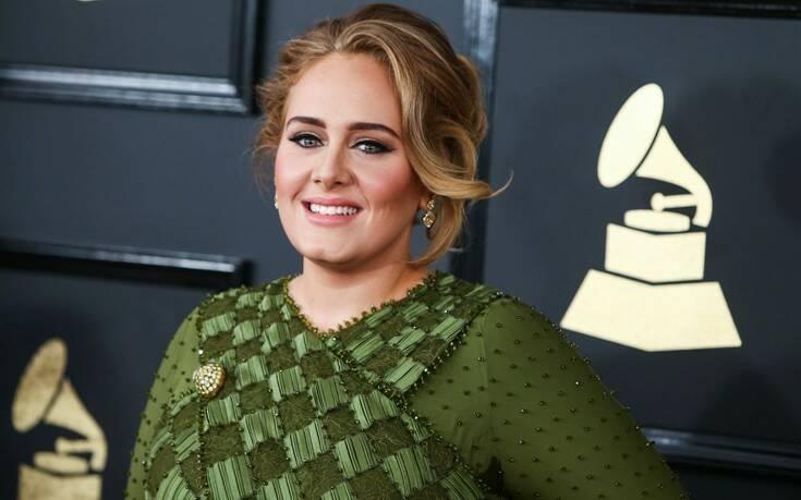 Adele: Αγνώριστη η τραγουδίστρια μετά την απώλεια 45 κιλών