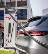 Mercedes-Benz: Ολοταχώς με ηλεκτρικά μοντέλα, επενδύσεις - μαμούθ 40 δισ. ευρώ