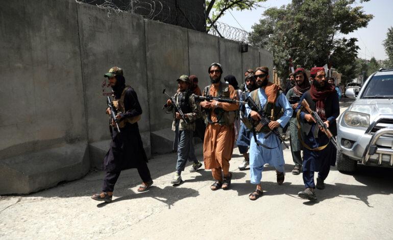 Αφγανιστάν: Ταλιμπάν περιέφεραν στους δρόμους άνδρα με λάστιχα αυτοκινήτου περασμένα στον λαιμό του επειδή τα έκλεψε