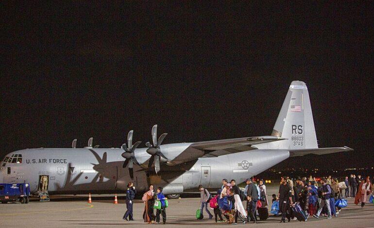 Αεροσκάφος με Αφγανούς πολίτες υποψήφιους προς μετεγκατάσταση στις ΗΠΑ έφθασε στο Κόσοβο