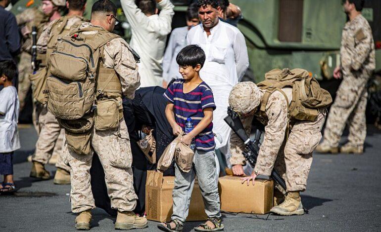 Αφγανιστάν: Ο Μπάιντεν θα στείλει εμπορικά αεροσκάφη για να μεταφέρει ανθρώπους από τη χώρα