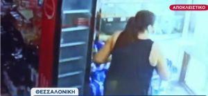 Θεσσαλονίκη – Ιδιοκτήτρια κάβας έδιωξε ληστή πετώντας μπουκάλια και απειλώντας τον με σφυρί