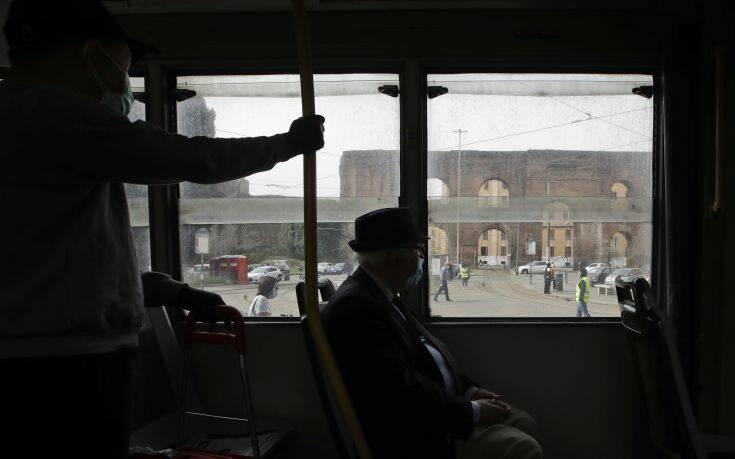 Ιταλία – κορονοϊός: Επιστρέφουν οι ελεγκτές στα μέσα μεταφοράς