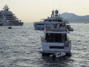 Οι λάτρεις των σούπερ – γιοτ έβαλαν πλώρη για την Ελλάδα για να ξεφύγουν από την πανδημία