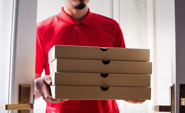 Ο πρώην υπουργός Επικοινωνιών του Αφγανιστάν κάνει ντελίβερι πίτσας στη Γερμανία