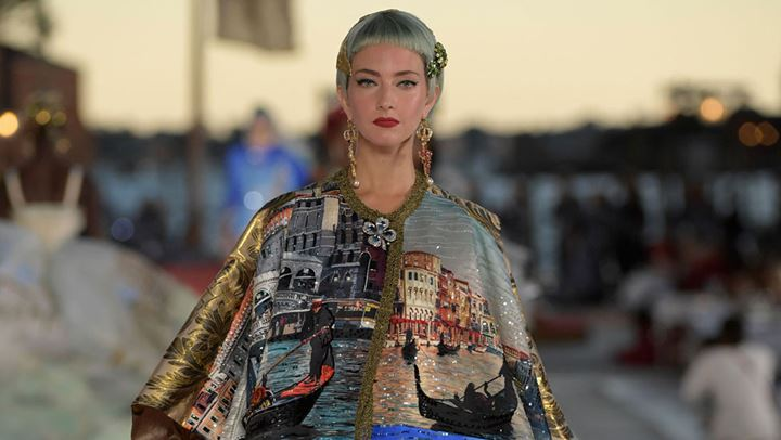 Οι Dolce & Gabbana παρουσίασαν την Alta Moda συλλογή τους με φόντο τα κανάλια της Βενετίας
