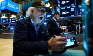 Διπλό ρεκόρ στη Wall Street με ώθηση από τα στοιχεία για τον πληθωρισμό
