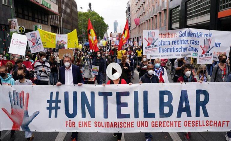 Γερμανία: Δεκάδες χιλιάδες άνθρωποι διαδήλωσαν εναντίον των πολιτικών της άκρας δεξιάς