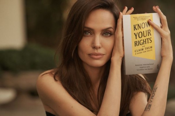 Η Αντζελίνα Τζολί καλεί τα παιδιά «να πολεμήσουν» για τα δικαώματά τους με ένα βιβλίο