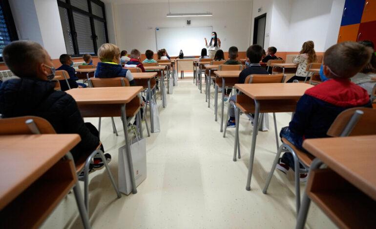 Κορονοϊός – Σερβία: Ανοίγουν τα σχολεία ενώ επιδεινώνεται η πανδημία – Μικρή η διάρκεια ανοσίας του κινέζικου εμβολίου
