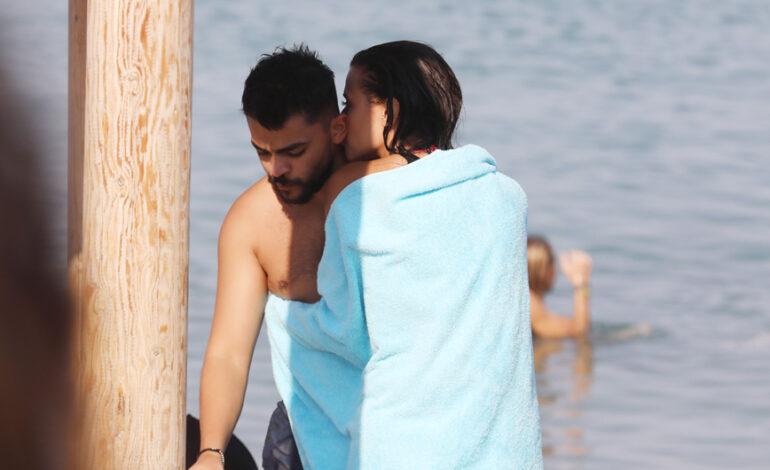 Λάουρα Νάργες: Καυτά φιλιά και αγκαλιές στη Ρόδο με τον Χρήστο Σαντικάι