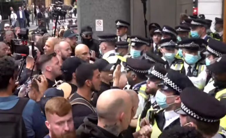 Λονδίνο: Αστυνομικοί τραυματίστηκαν σε συγκρούσεις με αντιεμβολιαστές
