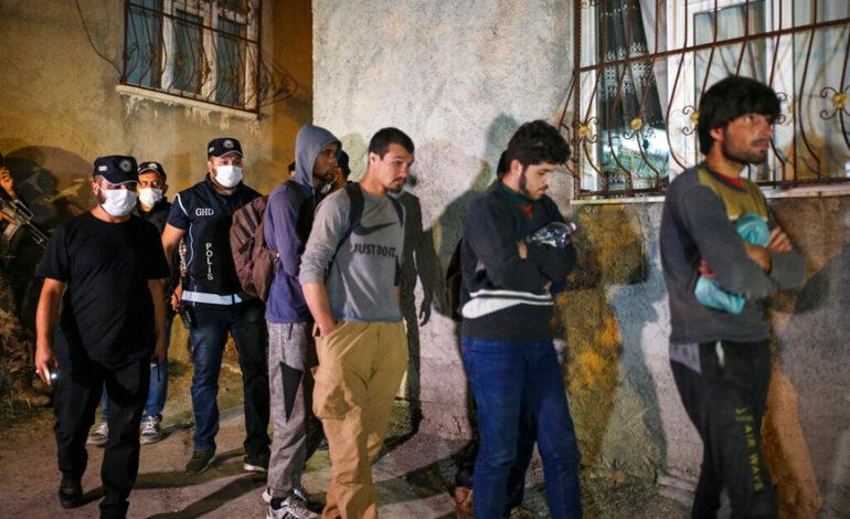 Μετανάστες – Τουρκία: Άλλοτε καλοδεχούμενοι, τώρα κυνηγημένοι ζουν μέσα στον φόβο