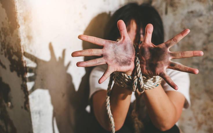 Φρίκη στη Γαλλία: 25χρονη κρατούνταν αιχμάλωτη από την οικογένεια της, επί τρία χρόνια, για «θρησκευτικούς λόγους»