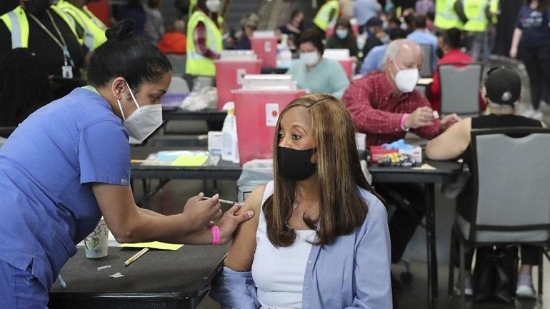 Νέα Υόρκη: Δίωξη σε βάρος δύο γυναικών για πλαστά πιστοποιητικά εμβολιασμού