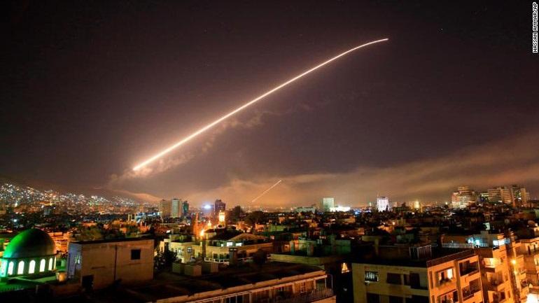 Οι Σύροι αναχαίτισαν πυραυλική επίθεση στη Δαμασκό