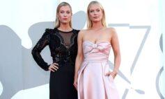 Η Lady Amelia και η Lady Eliza Spencer έκαναν την παρθενική τους εμφάνιση στο φεστιβάλ Βενετίας