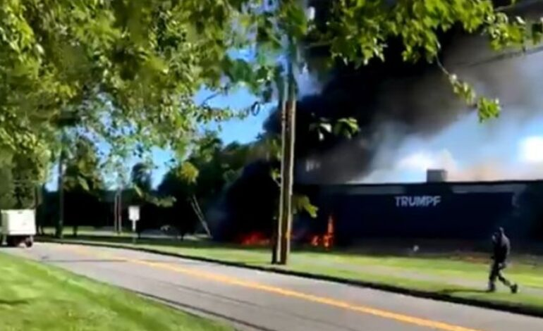 Αεροπλάνο έπεσε σε κτήριο στο Κονέκτικατ: Αναφορές για τέσσερις νεκρούς